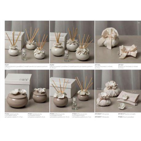 Diffusore profumatore piccolo in porcellana bianca in 3 modelli assortiti con bacchette e profumo con astuccio (P6301)