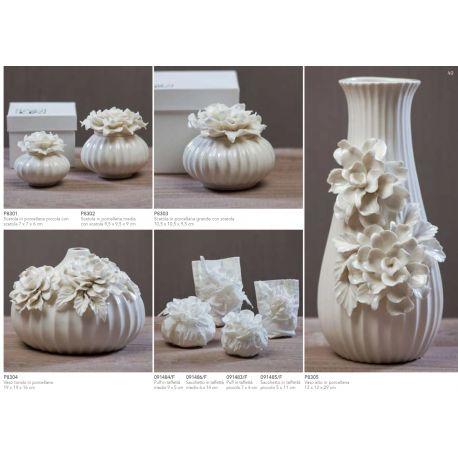 Scatola media in porcellana con fiore sul coperchio con astuccio linea Ortensia (P8302)