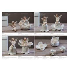 Fatina in porcellana seduta in 2 posizioni assortite con sacchettino con petali linea Dolce Luna (P9001-A)